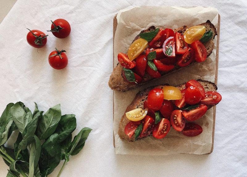 итальянский бутерброд с помидорами